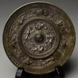 古代皇帝收藏把玩铜镜的故事