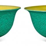明成化暗纹西番莲绿釉黄里小碗