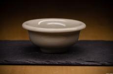 茶器 · 黄长伟制 龙泉窑 黄釉压手杯和天青釉香插