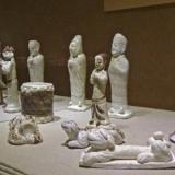 鹤壁窑白釉红绿彩人俑的发展与演变