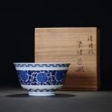 清嘉庆青花缠枝花卉纹碗