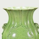 清光绪淡绿彩海棠式瓶