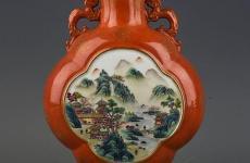 大清乾隆年制红釉描金珐琅彩山水纹双耳扁瓶
