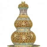 乾隆粉彩描金镂空花卉纹三足盆座葫芦转心瓶