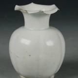 这只宋代白釉瓜棱葵口瓶假在何处?