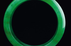 翡翠手镯为何比翡翠挂件贵的多