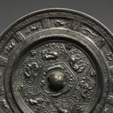 博物馆里展出的古铜镜为什么只展出背面?